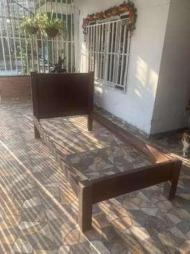 Cama de madera con tablas