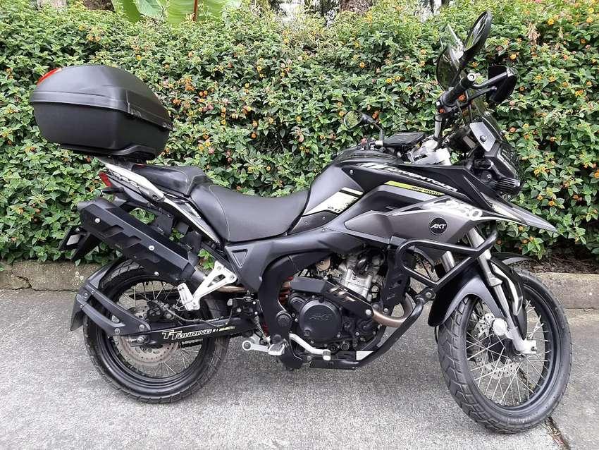 VENDO  MOTO AKT TT250 0