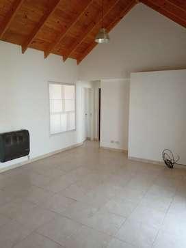 Alquilo dúplex de dos dormitorios en barrio Rincón de Emilio