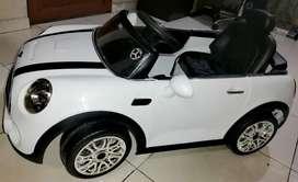 Carro electrico blanco