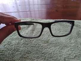 Vendo marco de lentes OAKLEY USADOS  PERO concervado ORIGINAL