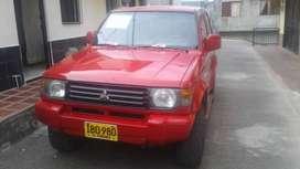 Campero pajero modelo 1995 ubicado en Santa Rosa de Cabal. O recibo carro de menor precio.