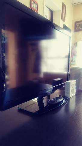 LED tv Philips 32 usado en buen estado más un chromecast el cual se usa con el mismo tv..lo vendo urgente por sólo 15mil
