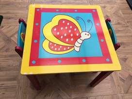 Mesa y dos sillas niña.