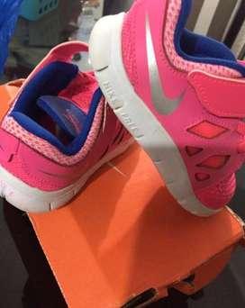 Zapatilla Nueva Nike free Nena Original talle 22