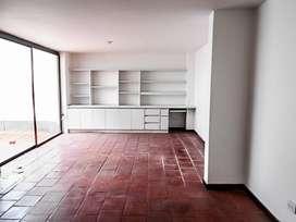 Casa Residencial en Arriendo Loma del Escobero. Cod PR9118