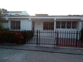 Se arrienda casa barrio El Bosquecito.