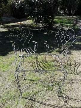 Juego de 2 sillones y mesa de hierro segunda mano  Berisso, Buenos Aires