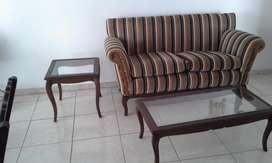 hermoso mueble con dos mesas en puro cedro caqueta.