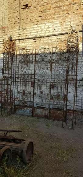 Estraordinario portón y rejas Art Nouveau