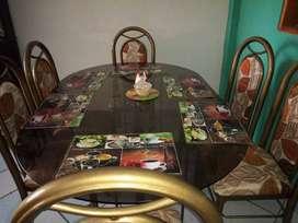 Vendo mesa metal tubo y vidrio con 6 sillas tapizadas estado excelente casi nuevas