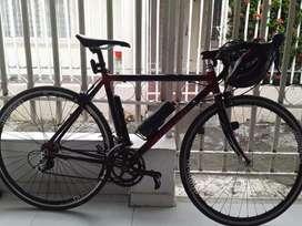 Vendo bici toda en aluminio. Rines chimano .con manzanas 105