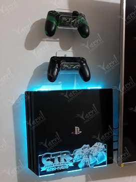 Soporte base repisa ps4 diseño crash + 2 soportes para controles + iluminacion led rgb