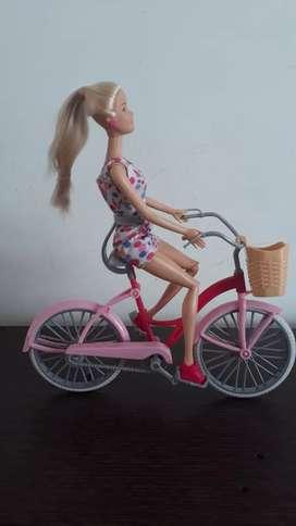 Bicicleta y Barbie original usadita por $35.000 domicilio gratis