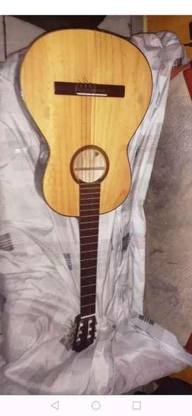 Vendo guitarra más inf