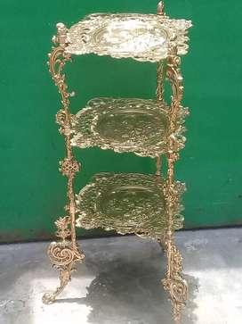 Antiguo pedestal de FIERRO en tono dorado