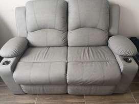 Sofá reclinable con portavasos