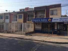 Casa 3 Habitaciones y 3 Baños en Via Principal Bastidas con Entrada Galicia Esquina