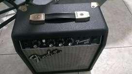 Amplificador Fender de 10 vatios vendo o cambio a pedal Overdrive