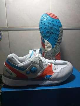 Vendo zapatillas nuevas y medio uso