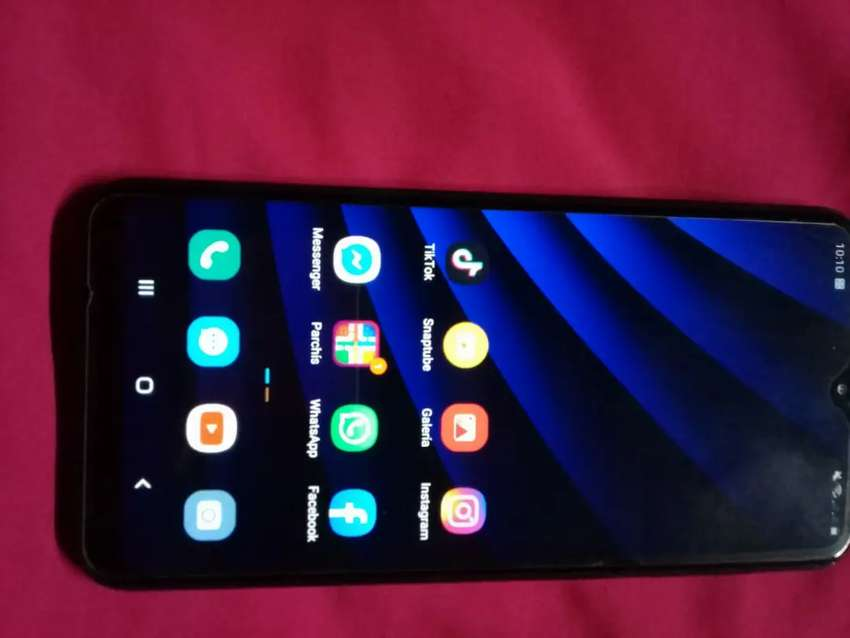 Vendo o cambio Samsung A10 Duos buen estado 0