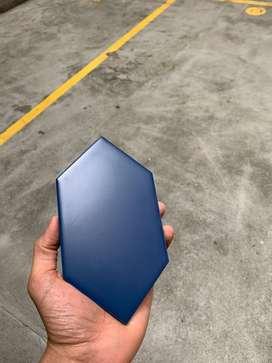 Lote Ceramica azul Rombos 10x18 cms 8 m2 total.
