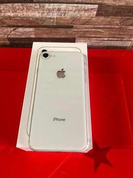 iPhone 8 de 64 GB. Excelente estado, audifonos y cargador sin estrenar; super bien tenido, esta Melo