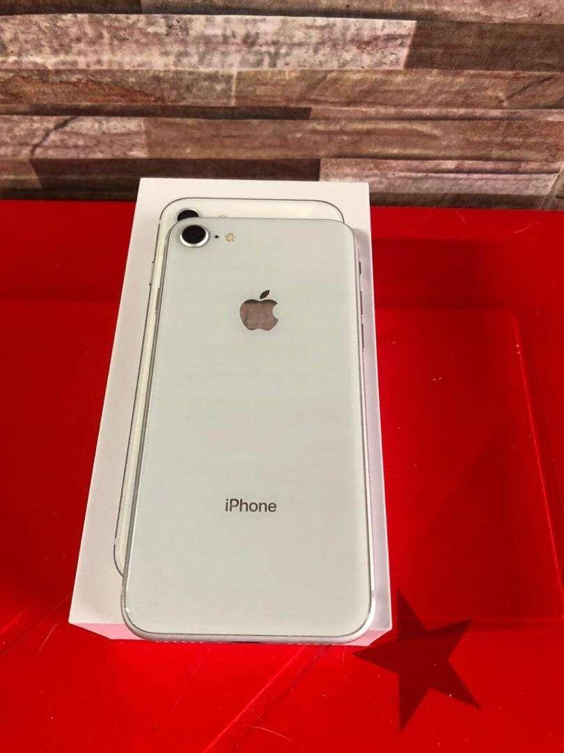iPhone 8 de 64 GB. Excelente estado, audifonos y cargador sin estrenar; super bien tenido, esta Melo 0