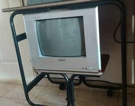 TV Durabrand de 14 pulgadas con control remoto.