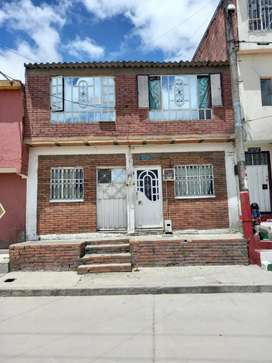 Sólo venta venta de casa de primero y segundo piso contra el apartamento rentable
