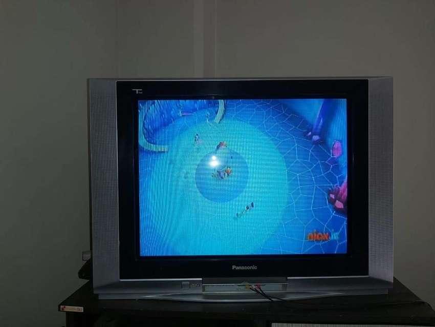 Combo 2 tv Panasonic de 29 pulgadas pantalla plana y Daewoo ultra Slim de 27 0