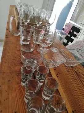 set de vasos, copas, platos de vidrio