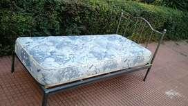 Cama 1 plaza de hierro con cabecera desmontable (sin colchón)