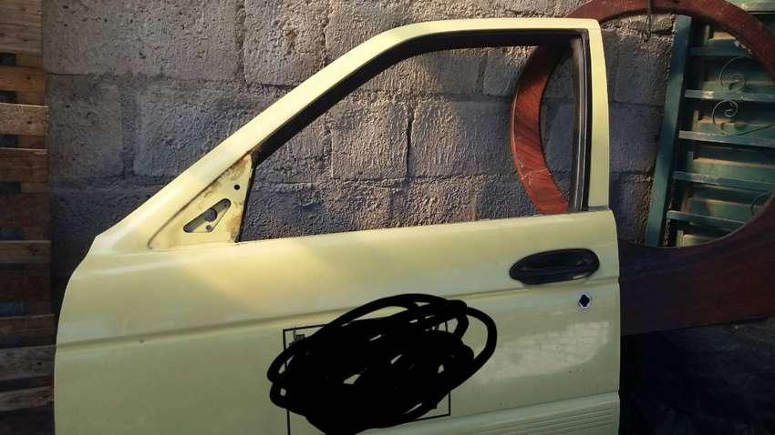 Puertas de nissan sentra clasico 0