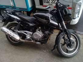 Moto pulsar 220 modelo 2013 en buen estado