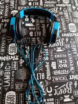 Vendo auriculares Nisuta en buen estado 1 año de uso luz led azul