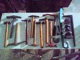 Lote de martillos y aguantadores para chapista