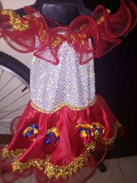 Vendo lindo vestido del joropo y disfraz de abejita muy económicos