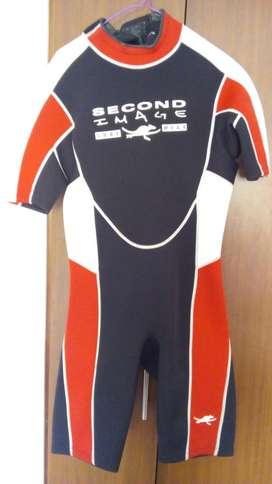 traje de neopreno seminuevo, para deportes acuaticos.