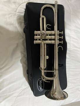 Trompeta marca Maxine como nueva