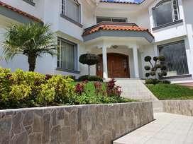 Vendo Casa Urbanización La Colina frente a la ESPE, ideal universitarios $390.000