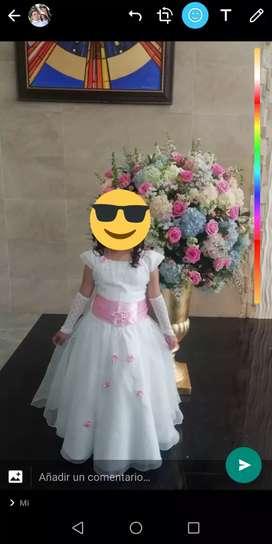 Se vende vestido primera comunión con corona y guantas