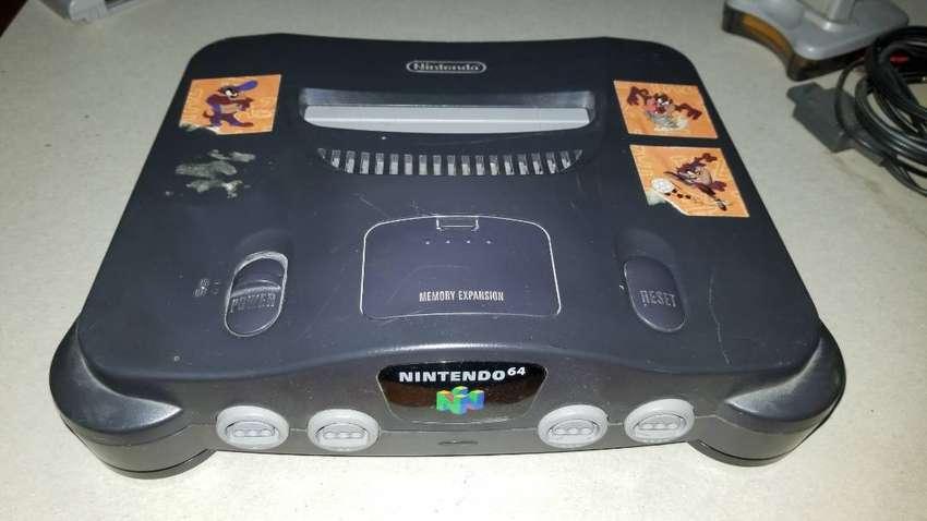 Nintendo 64 con 2 palancas y 4 juegos 0