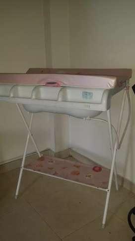 Bañera / Cambiador para niña