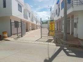 Se arrienda casa conjunto cerrado con parqueadero , cocina integral   , barrio partachuelo conjunto residencial Capri  .