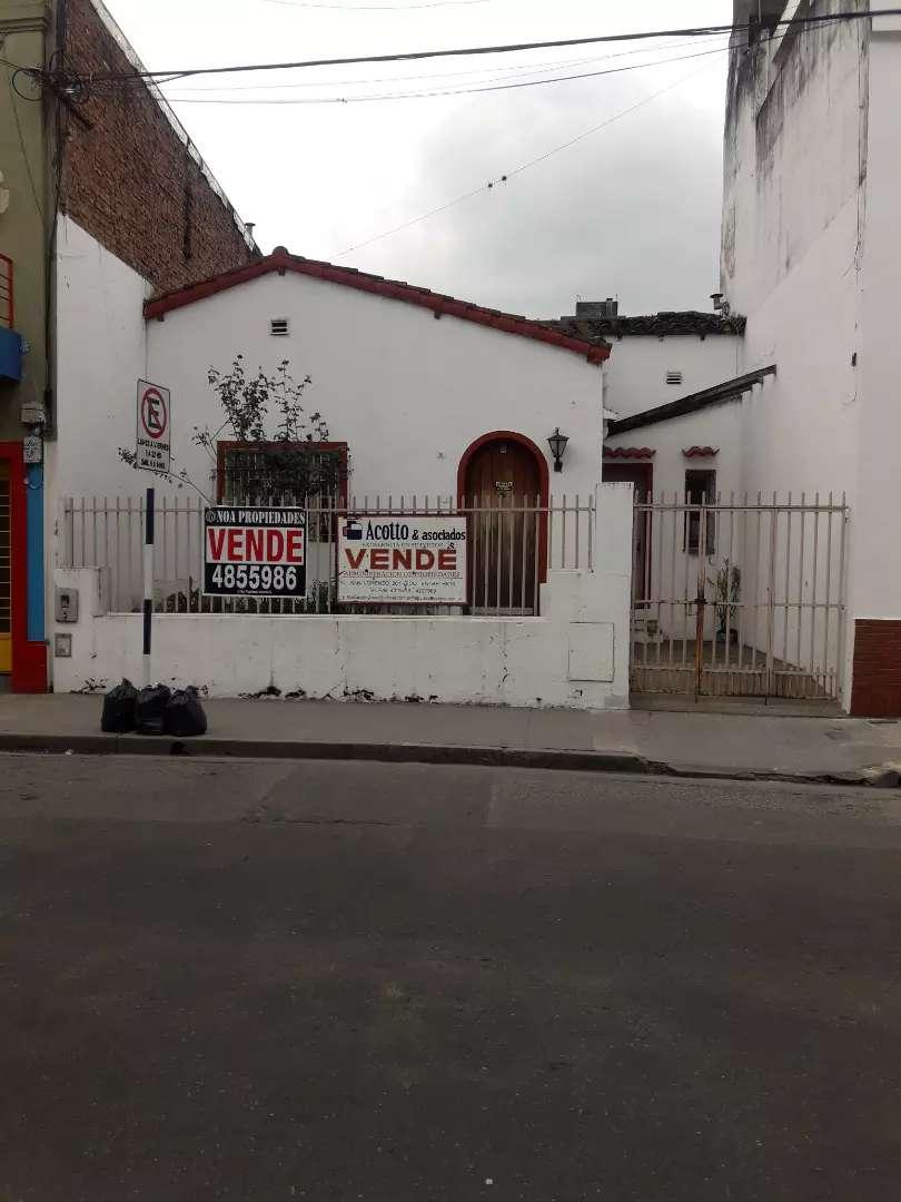 Casa centro sur a 4 cuadras de Plaza Independencia 0