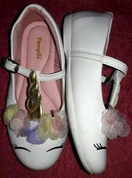Zapatos de unicornio importados.