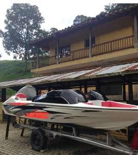 Se vende bote en Guatape