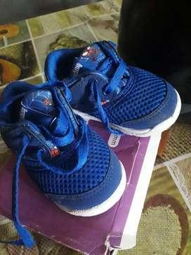 Vendo zapatilla de bebe muy poco uso nueva están en caja !!!