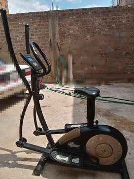Se vende máquina Eliptical trainer 6007